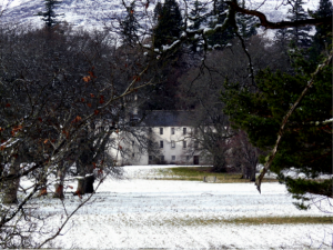 The Doune, Rothiemurchus, 'Highland Home' of Elizabeth Grant, with all the comforts and luxuries a Highland Gentleman and his family required (Wikimedia Commons).