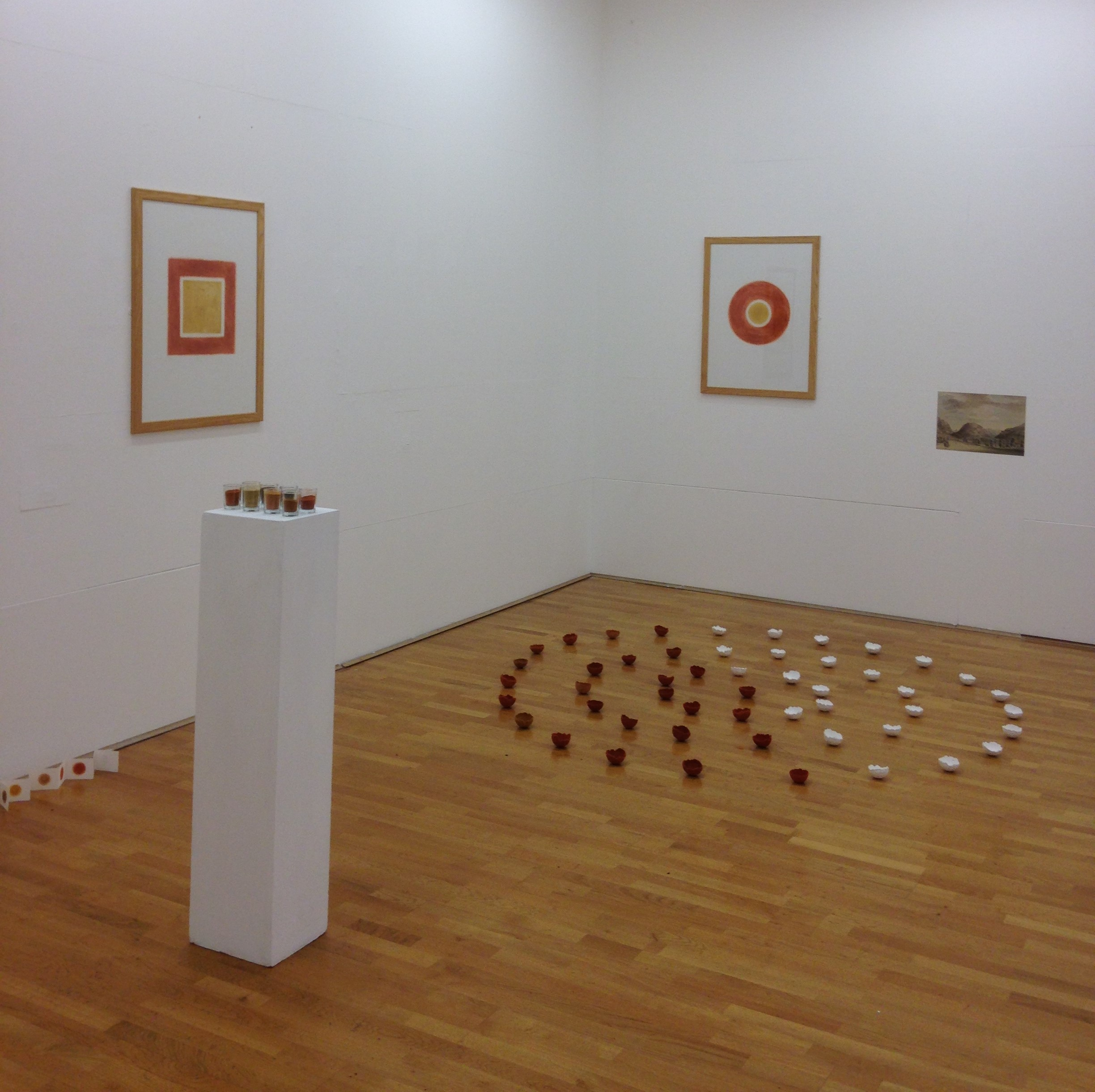Marged Pendrell - Y Pwll - Dinas Emrys (2016), installation of 26 white bowls and 27 red bowls